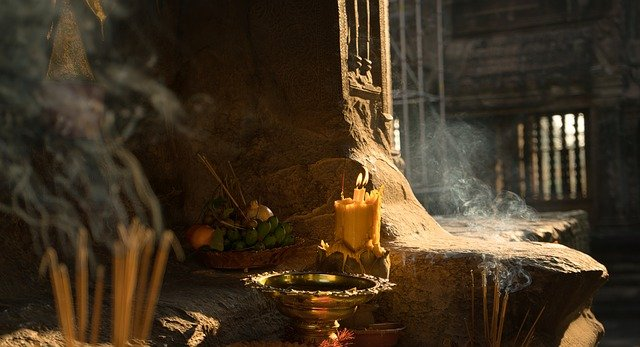 Why Does Incense Smoke Fall? What Is Back Flow Incense?